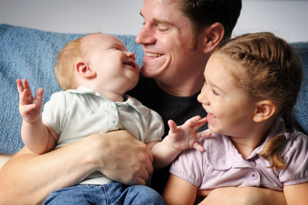 fathers-day-dad-with-kids